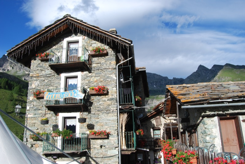 Hotel in Cheneil, nature yoga, Yoga and hiking in the Alps