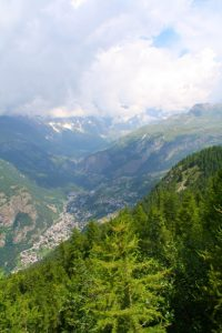 Pictures of Cheneil - Valley, mountains and clouds