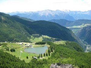 pictures of Cheneil Mountain and Lake