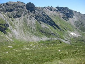 pictures of Cheneil Mountains in the Valley